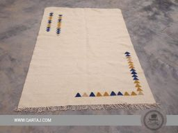 Simple white carpet with triangular motifs