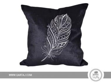 Soft velvet cushion cover made by Hela.