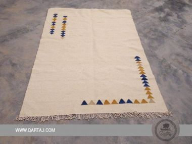 Simple white carpet with triangular motifs, Made in Kesra