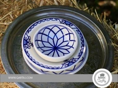 Dinnerware Sets Round Serving Deep Plates, Bowls, with white and blue colors