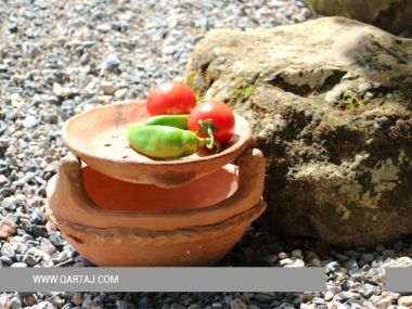 Sejnan clay traditional Kenoun and plate; Tunisian handicrafts
