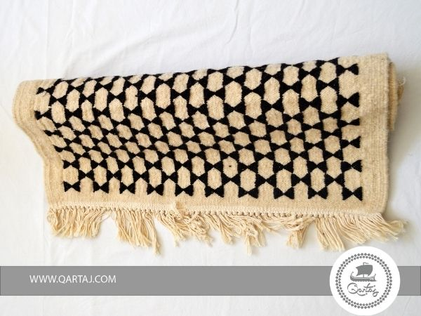 etand-art-saida-in-unbleached-and-undyed-wool-throw-with-bobble